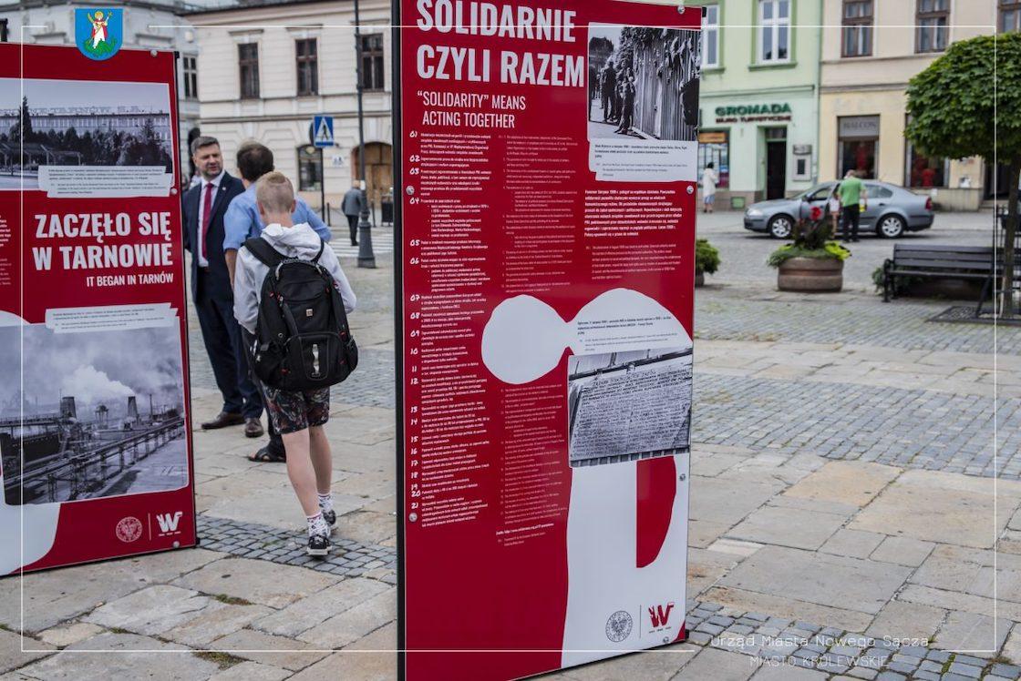 """""""TU rodziła się Solidarność"""" - wystawa na nowosądeckim rynku"""