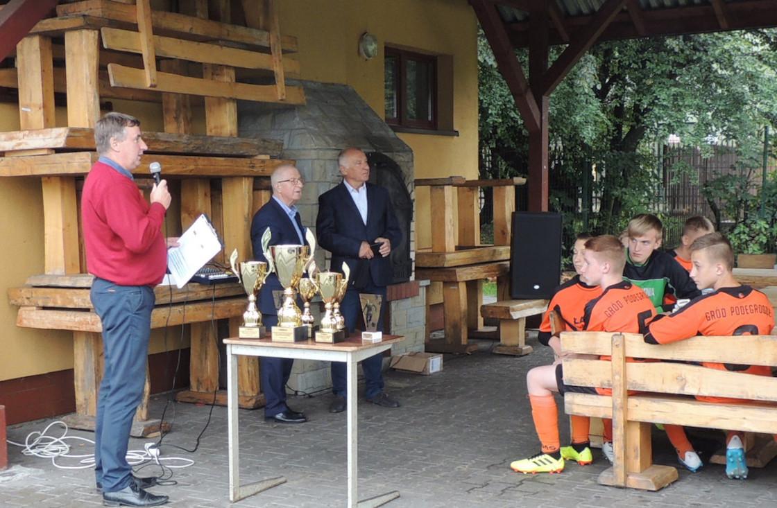 Gród Podegrodzie wygrywa w XIII Powiatowym Turnieju Piłki Nożnej Chłopców im. Jacka Bugańskiego.