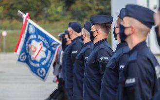 Nowo przyjęci policjanci - slubowanie