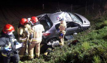 Brzezna - samochód wypadł z drogi